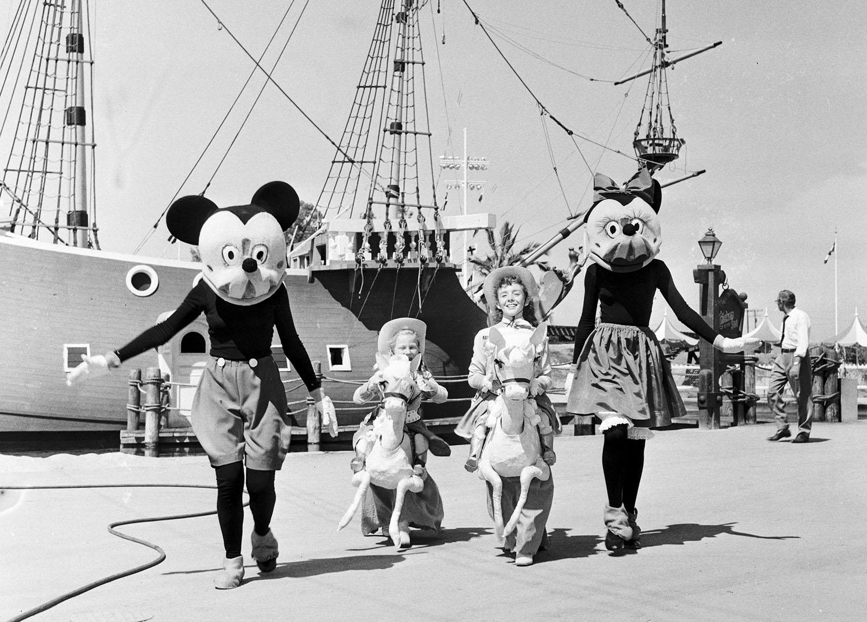 Disneyland tiene una apertura problemática