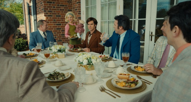 Tammy Faye (played by Jessica Chastain) joins a table of evangelical leaders