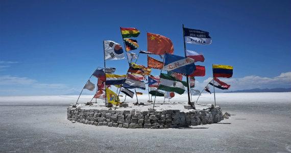 570_Ragged_World_Flags_Reuters.jpg
