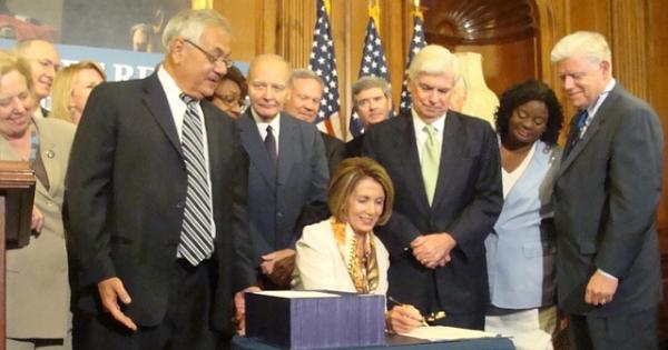 600 dodd-frank signing Leader Nancy Pelosi flickr.jpg