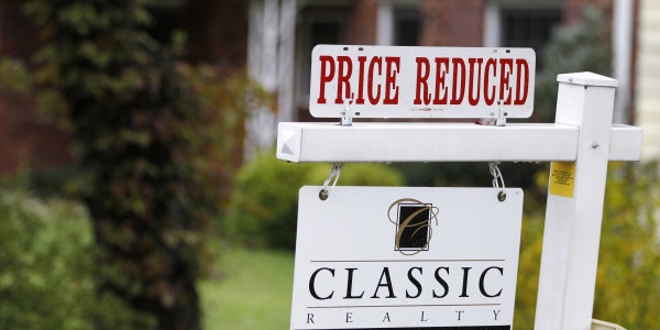 600 home price reduced REUTERS Larry Downing.jpg