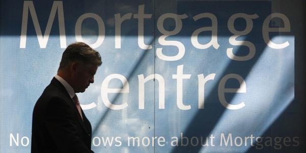 600 mortgage rates REUTERS Daniel Munoz.jpg