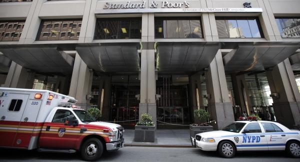 600 sp police ambul REUTERS Brendan McDermid.jpg