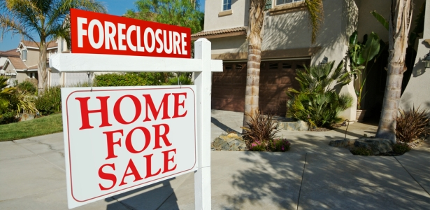 615 foreclosure Andy Dean Photography shutterstock.jpg
