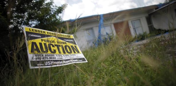 615 foreclosure auction reuters carlos barria.jpg