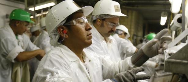 615 hispanic worker.jpg