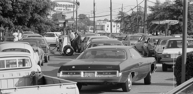 615-Line_at_a_gas_station,_June_15,_1979.jpg
