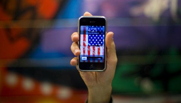 615_Apple_iPhone_Flag_Apple_Reuters.jpg