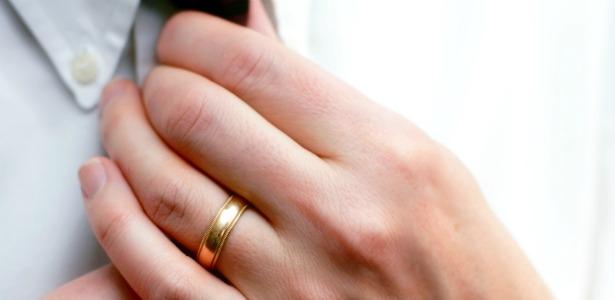 615_Man_Wedding_Band_Shutterstock_Lincoln_Rogers.jpg
