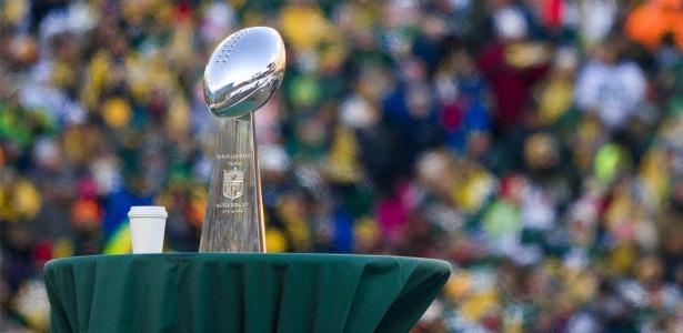 615_Vince_Lombardi_Trophy.jpg