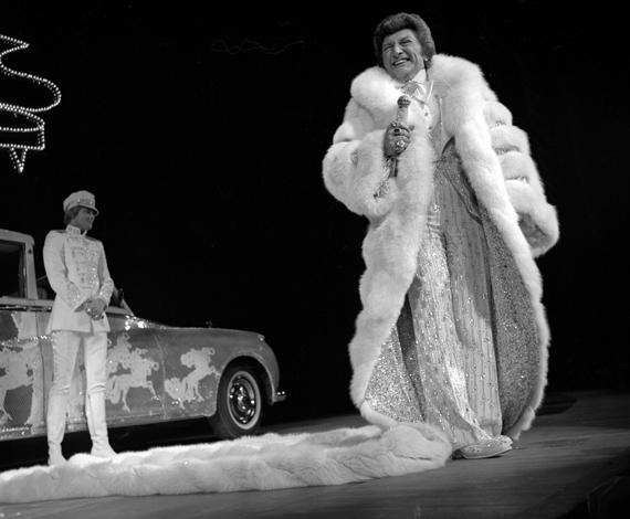 Liberace in Virgin Fox Fur with Scott Thorson on stage at Las Vegas Hilton 1979 (2).jpg