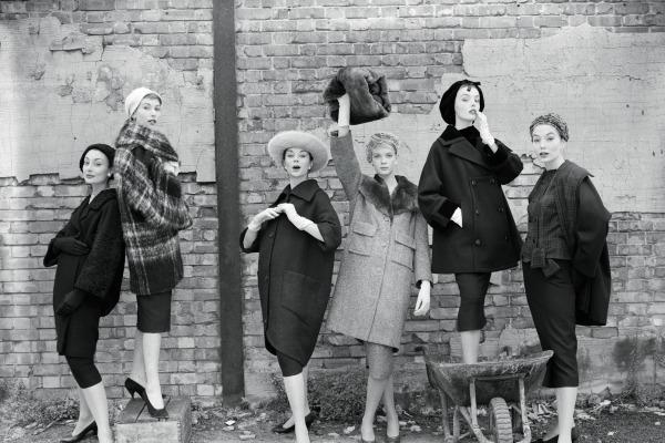 Models at the London Docks_horizontal.jpg