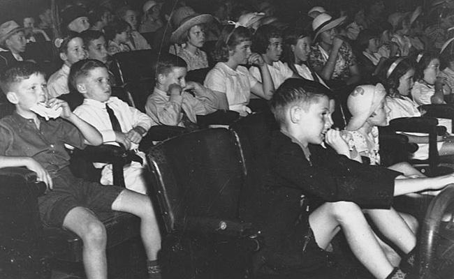 StateLibQld_1_126251_Children_inside_the_Cremorne_Theatre,_Brisbane,_1938.jpg