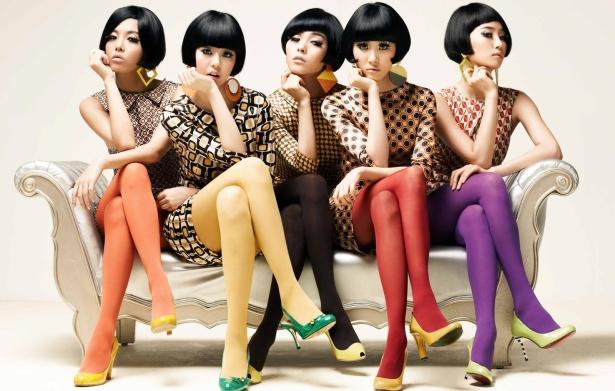 wondergirls 615 promo couch stmichel.jpg