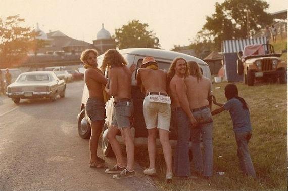 hippiesban.jpg