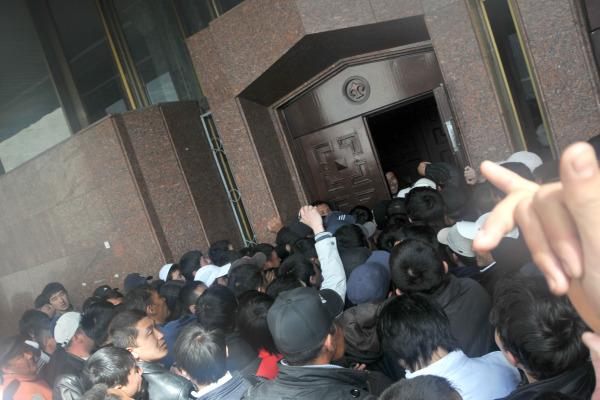 3_Dalton_Opening the WH Doors.JPG