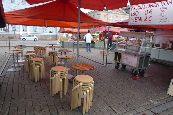 5_Aalto stools (market).jpg