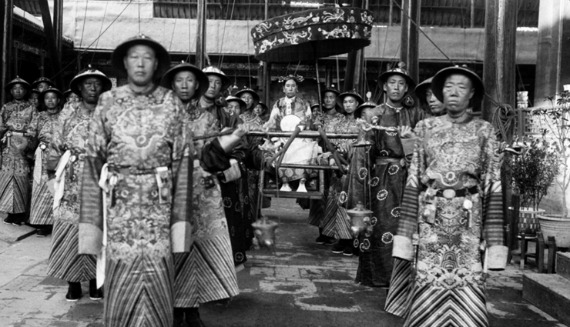 The_Qing_Dynasty_Cixi_Imperial_Dowager_Empress_of_China_On_Throne_Sedan_With_Palace_Enuches570.jpg
