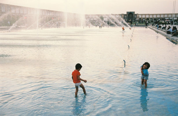 Children-in-Fountain--Esfah.jpg