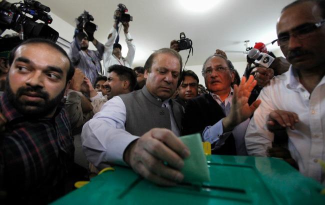 Nawaz sharif voting banner.jpg