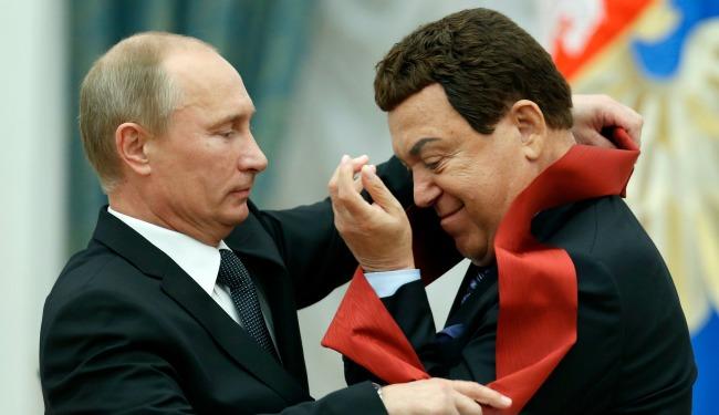 Putin medal banner 34923480.jpg