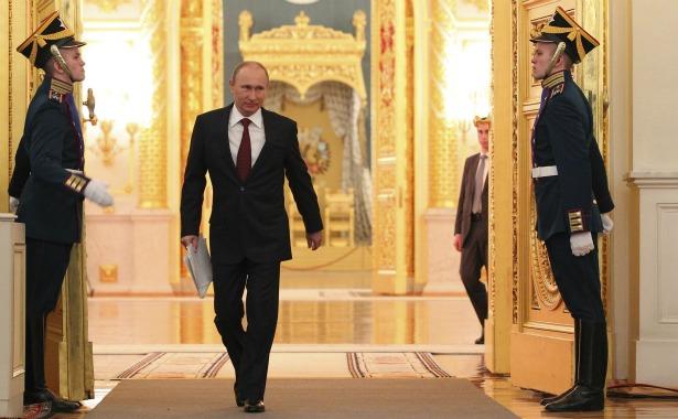 Putin walking.jpg