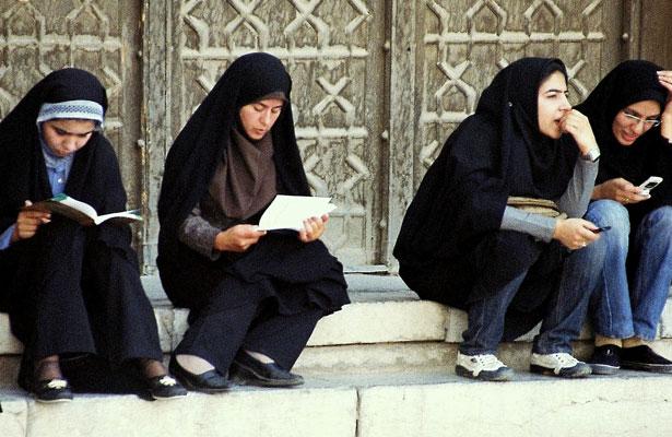 Women,-Imam-Mosque,-Esfahan.jpg