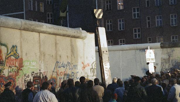 berlin wall article.jpg