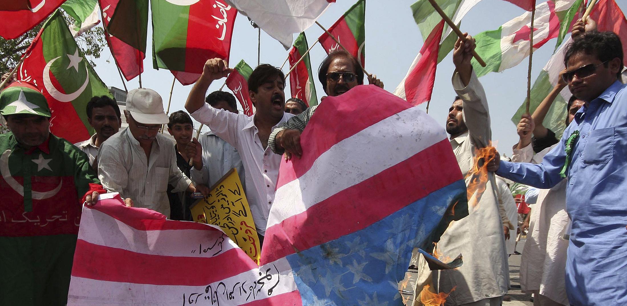 flagburningpakistan_bnr.jpg