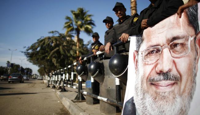 morsi soldiers banner 23902390234890.jpg