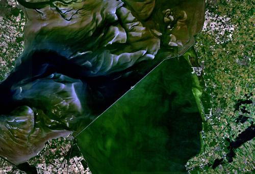 800px-Satellite_image_of_Afsluitdijk,_Netherlands_(5.19E_53.02N).png