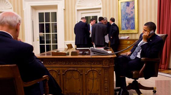 Obama on phone with Mubarak - embed2.jpg