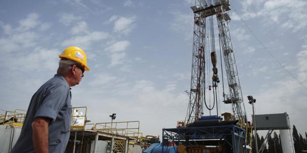 Oil worker Texas - NIR ELIAS : Reuters - banner.jpg