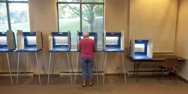 Recall voting - Darren Hauck Reuters - banner.jpg