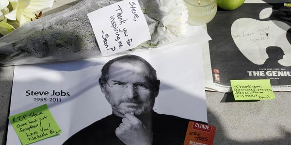 Steve Jobs mini memorial - AP Photo:Nam Y. Huh - banner.jpg