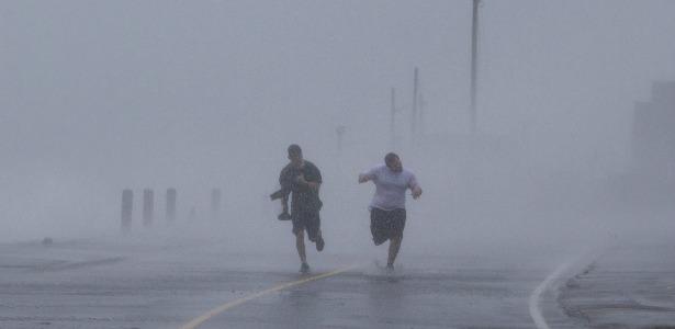 hurricanedash.banner.reuters.jpg