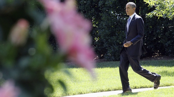 obama full walk .jpg