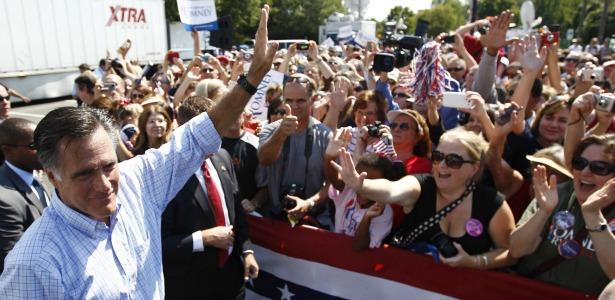romneywaving.banner.reuters.jpg