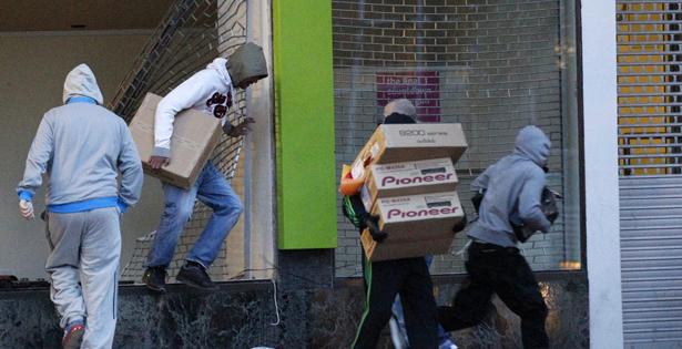 riots- Darren Staples - Reuters -body.jpg