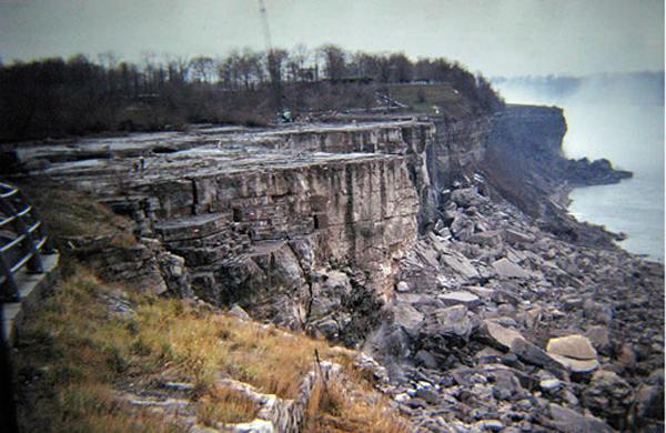 NiagaraFallsDewateredPost.jpg