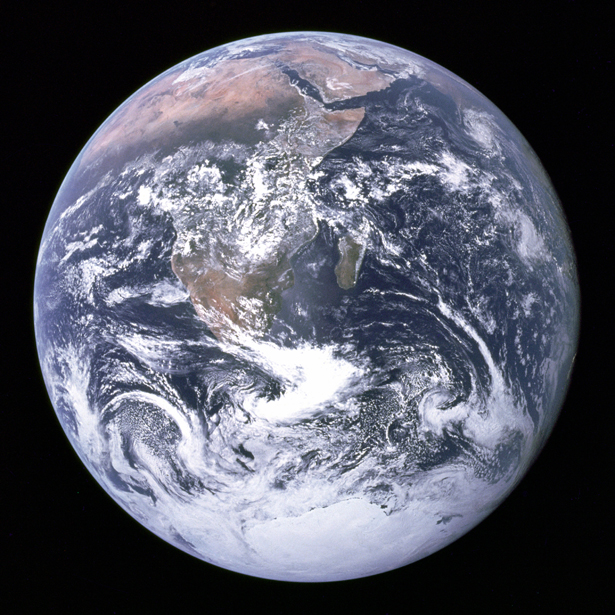 The_Earth_seen_from_Apollo_17-615.jpg