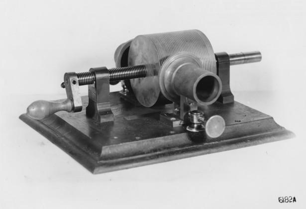 First phonograph, 1877.jpg