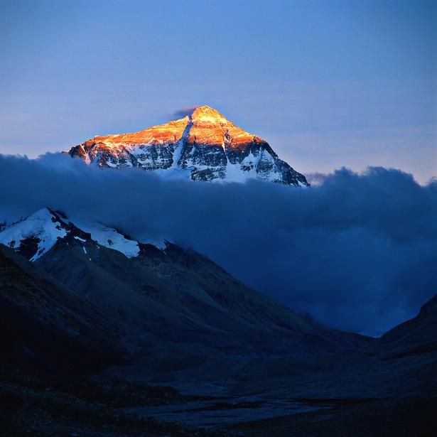 Mount_Everest_(topgold).jpg