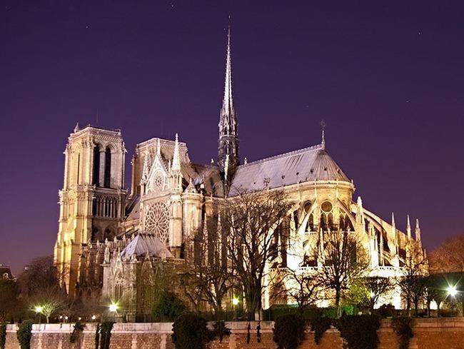 Notre Dame at night 670.jpg