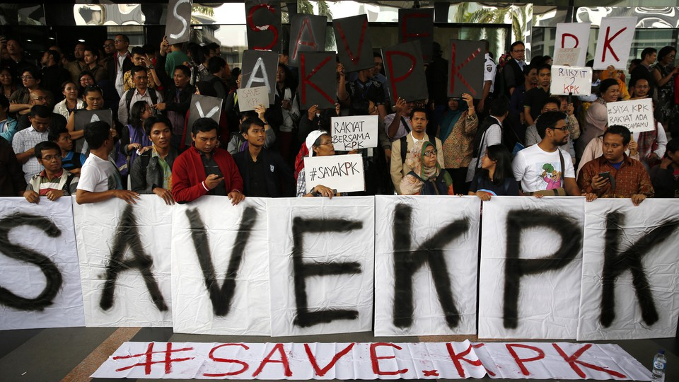 Activists hold a rally supporting the KPK at its headquarters in Jakarta in January 2015.