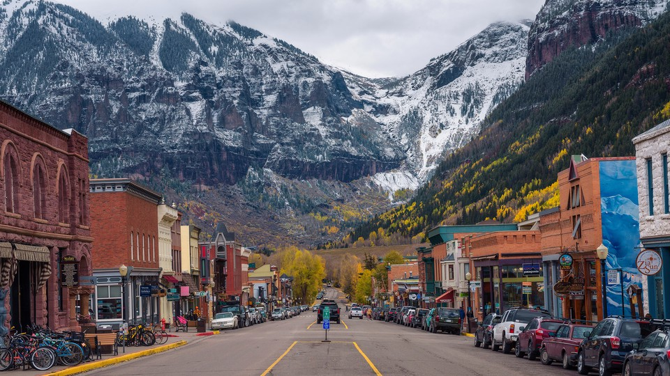 A street in Telluride with mountains in the background