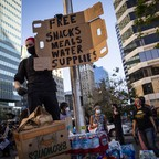 photo: A protester manning a snack station in Oakland hands out free supplies on June 3.
