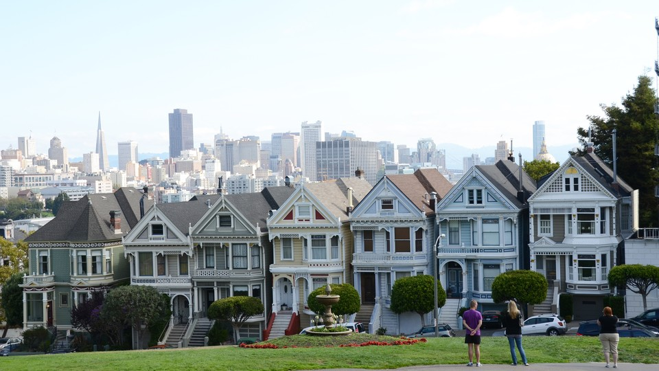 """The famous """"Painted Ladies"""" and the San Francisco skyline"""