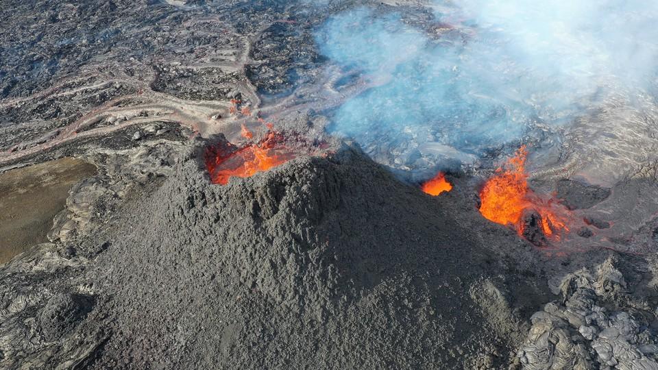A photo of the volcanic eruption on Iceland's Reykjanes Peninsula.