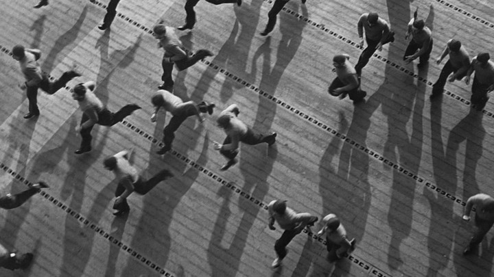 A black and white picture of soldiers running.